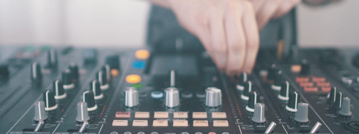DJ Awards 2015 Bedroom DJ Competition vid
