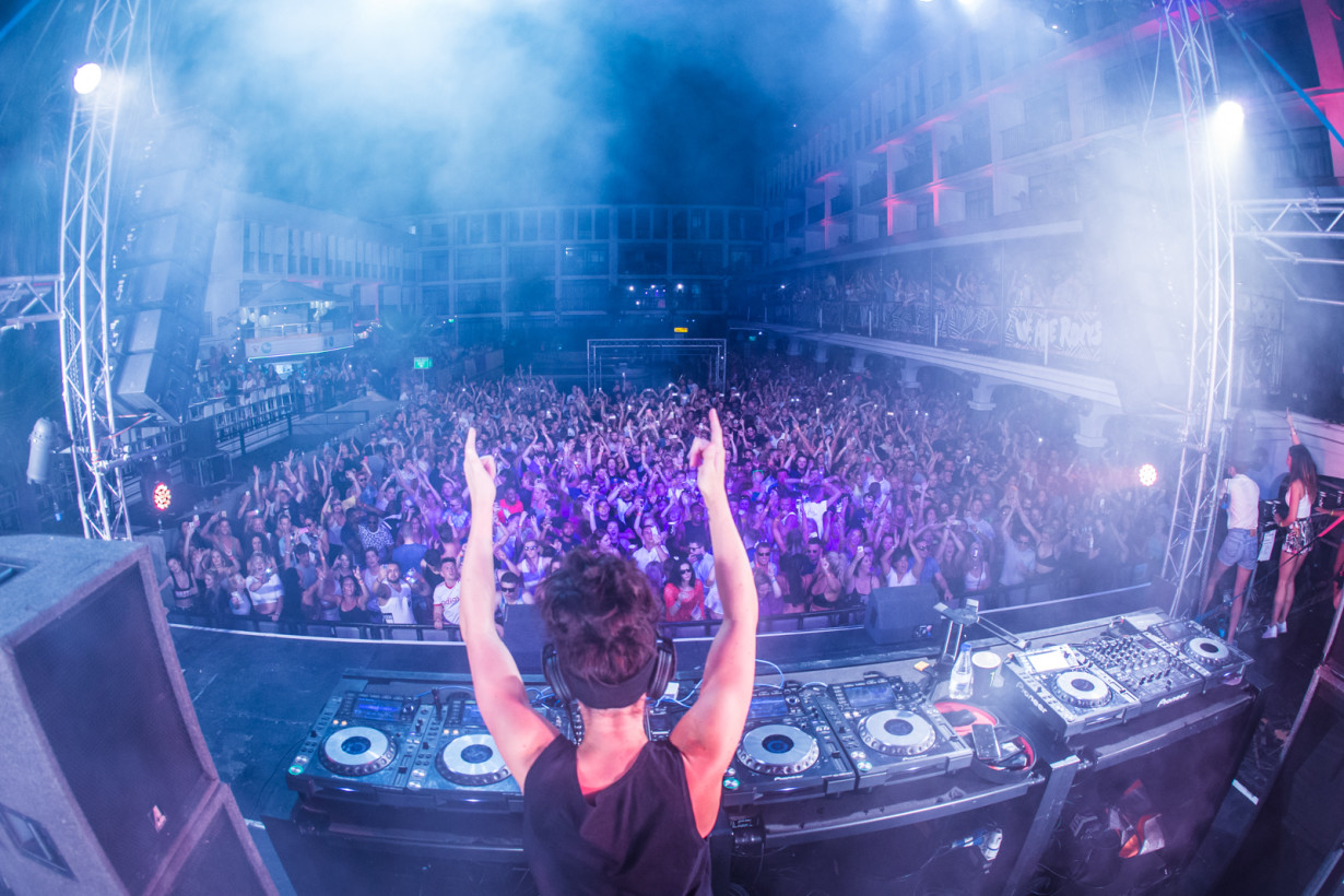 September 2015 - Hannah Wants - War! Closing Party - Pic3