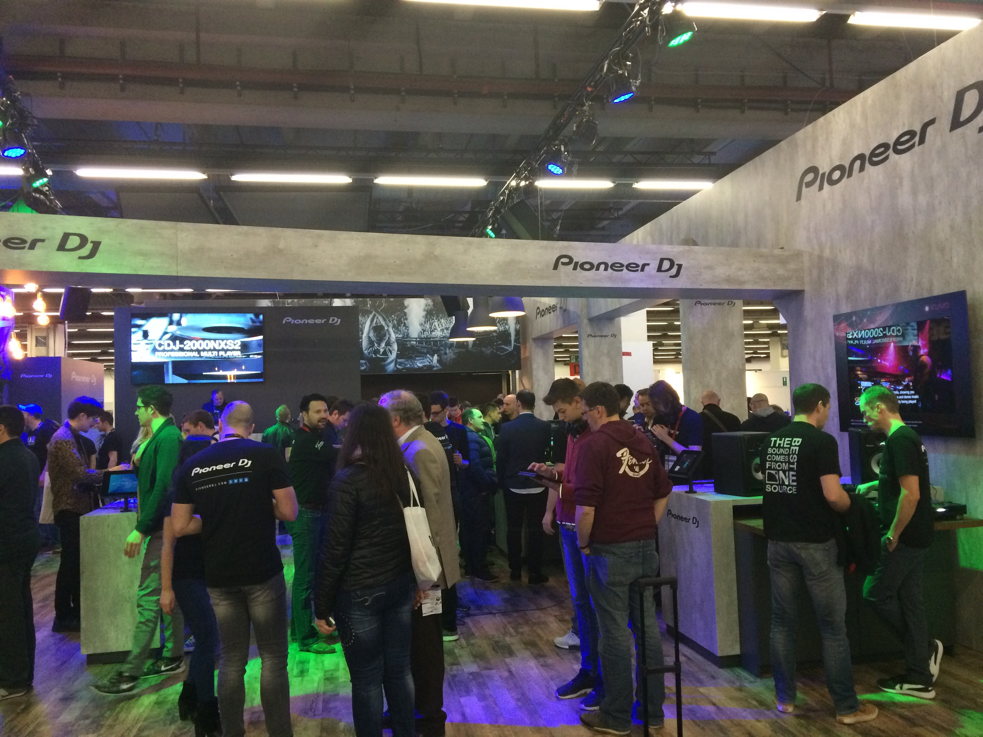 musikmesse-pioneerdj-floor