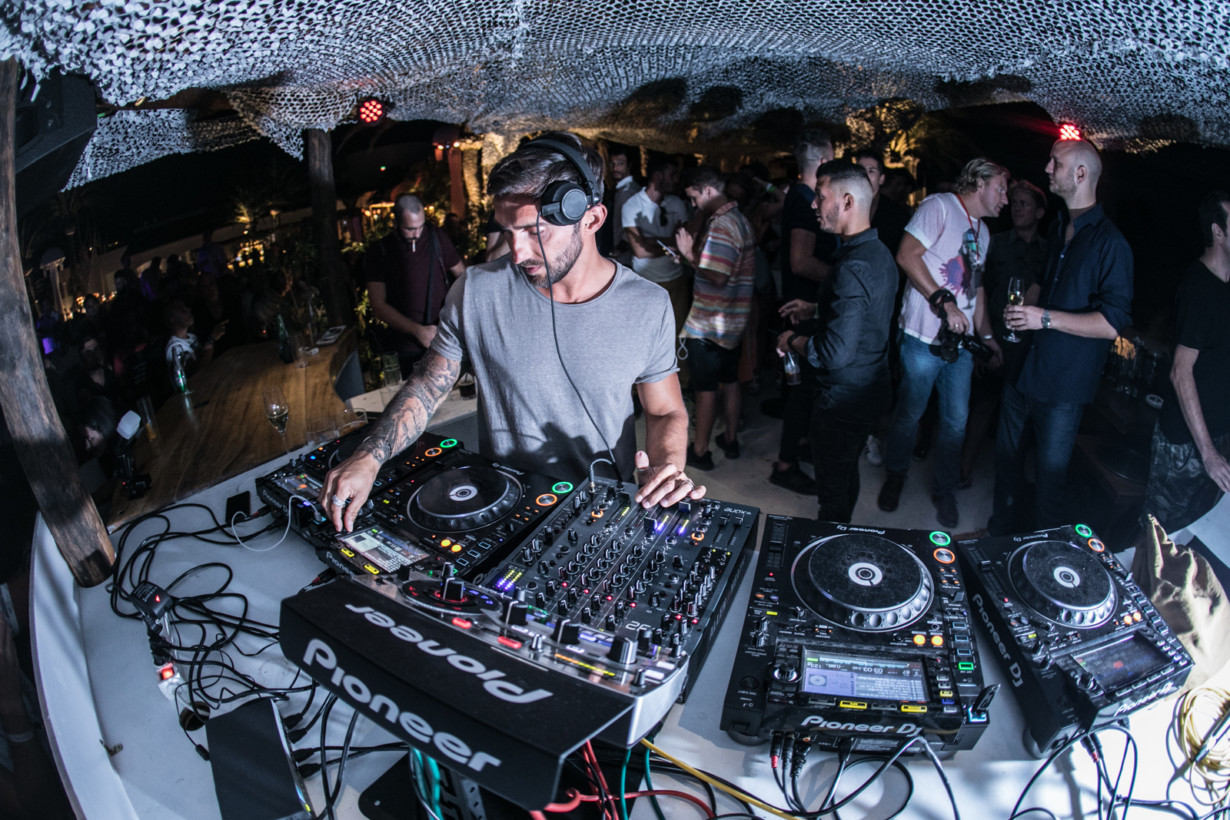 knee deep in sound - hot since 82