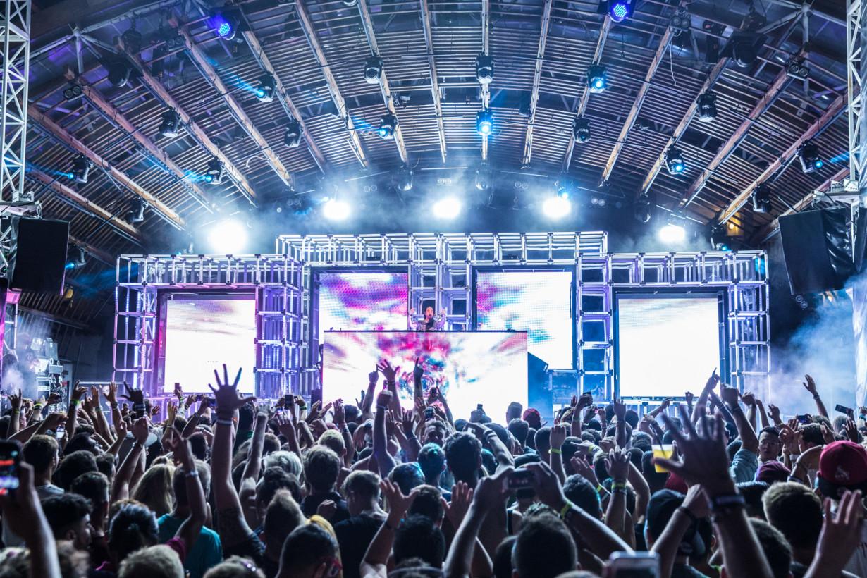 Pioneer DJ in Ibiza - Neon Future