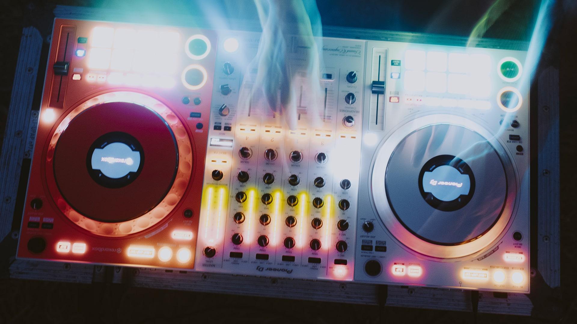 Off-White Sound Engineering