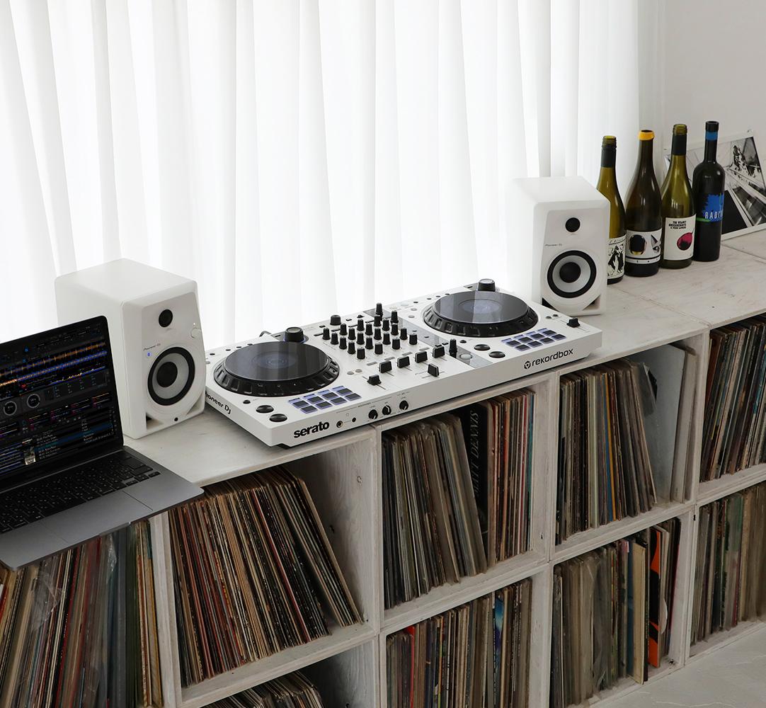 DDJ-FLX6-W lifestyle image