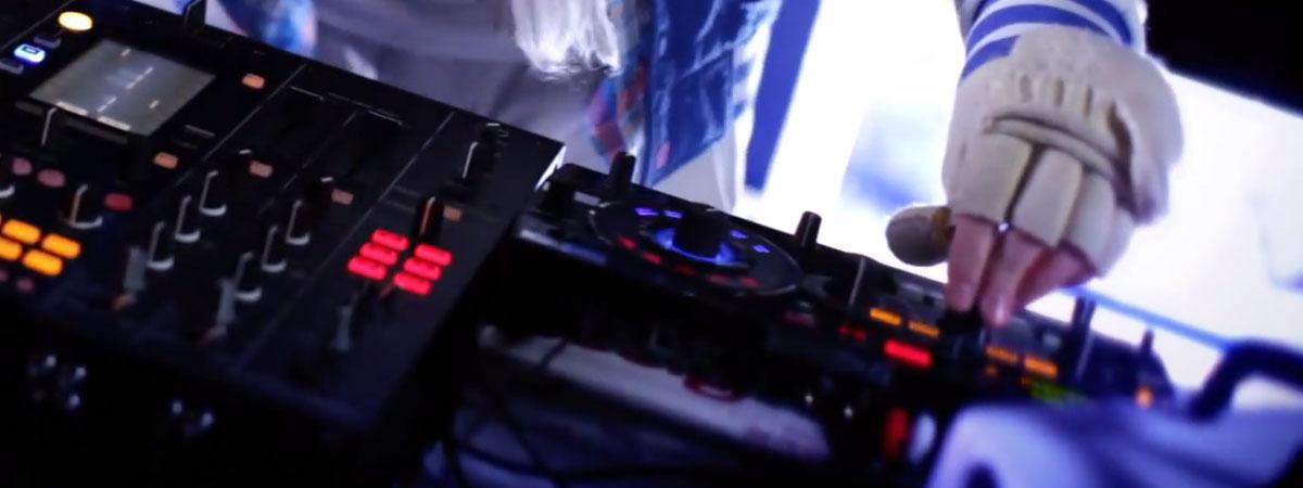 Doorly RMX-1000 live performance